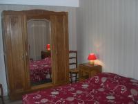 Chambre avec un lit de 140 cm